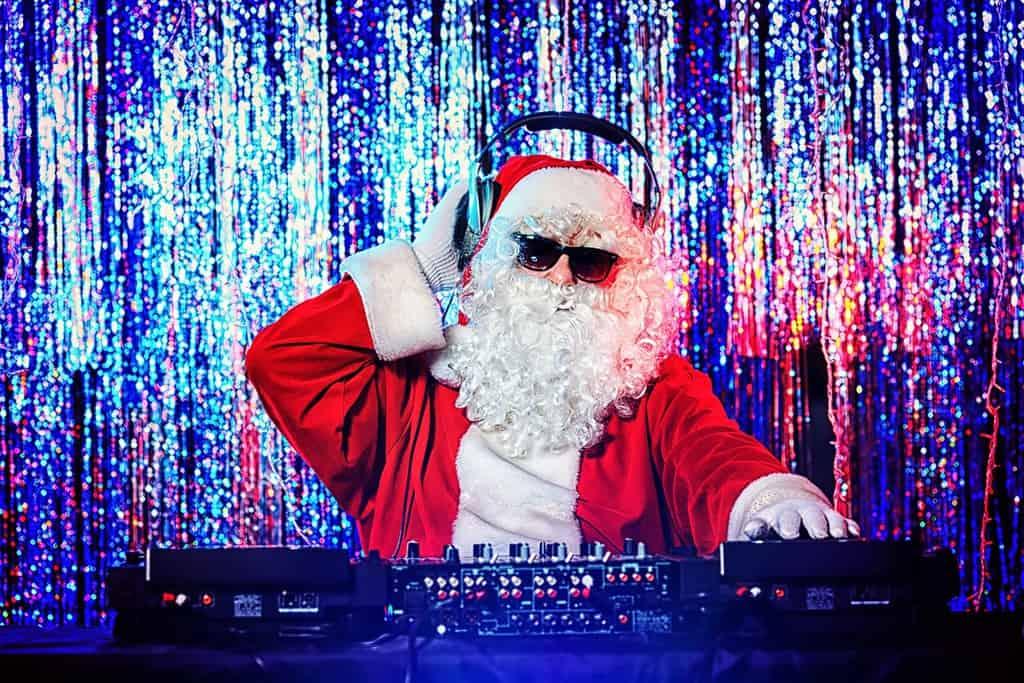 Julemusik videoer. Julemanden som DJ